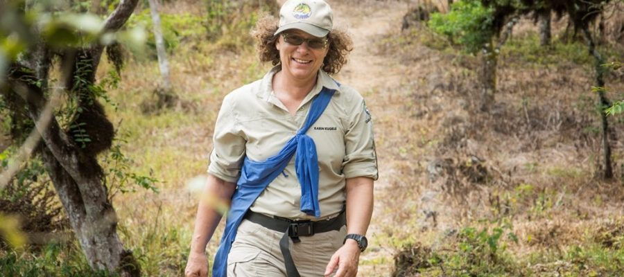 Galapagos PRO - Naturführerin Karin Kugele auf der Galapagos-Insel Santa Cruz