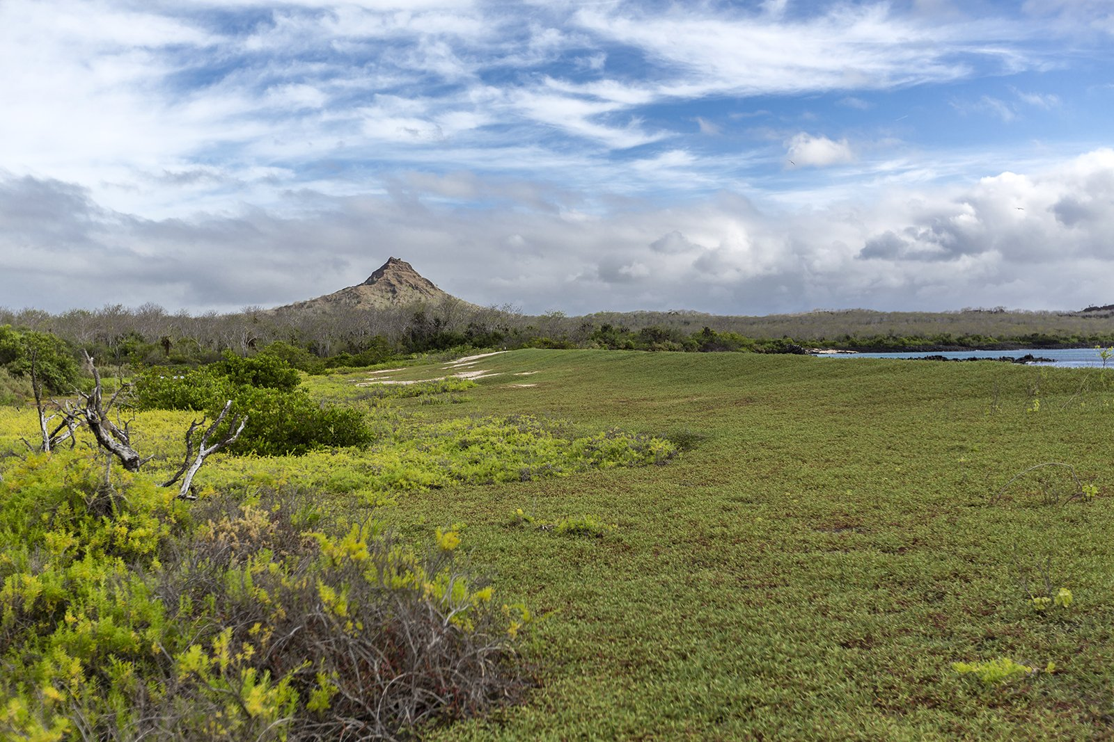Der kleine Vulkan am Strand von Cerro Brujo auf der Galapagos-Insel San Cristóbal