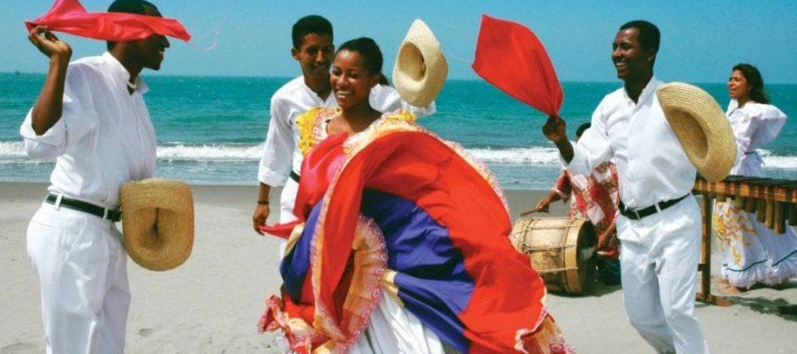 Traditioneller Tanz an Ecuadors Küste - Ecuador-Reisen – Küste und Traumstrände entdecken