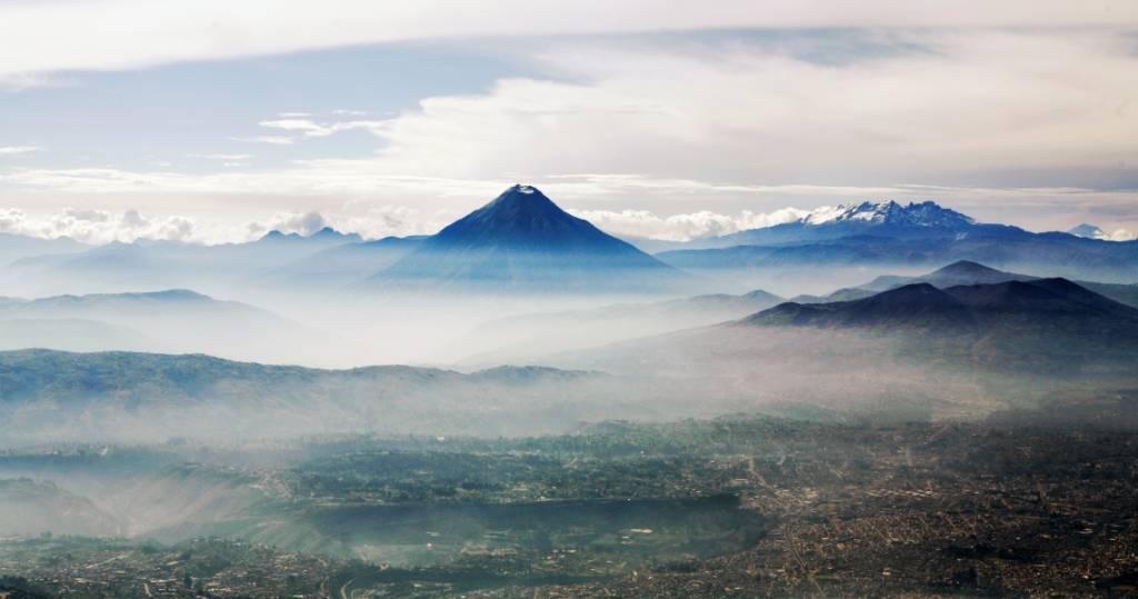 Galapagos PRO - Das fantastische Andenpanorama der Vulkane Ecuadors