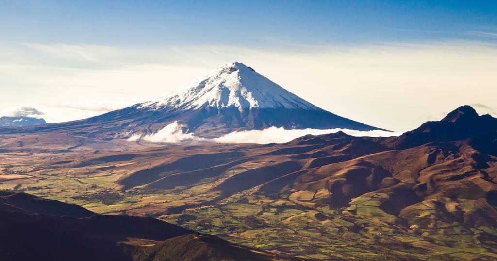 Galapagos PRO Ecuador Reisen Ausflüge mit Blick auf den Cotopaxi Vulkan