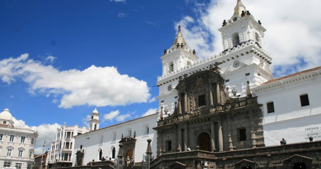 Galapagos PRO Ecuador Reisestart ist häufig in Quito der Stadt der vielen Kirchen