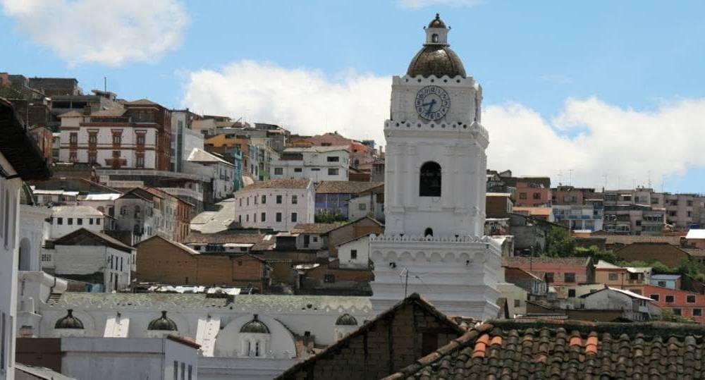 Blick auf die wunderschöne Altstadt von Quito - Reisen im Garten Eden