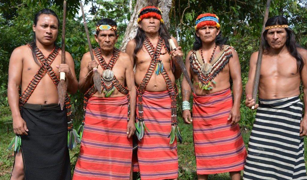 Galapagos PRO Shuar Gemeinschaft Indigener Stamm empfängt Urlauber