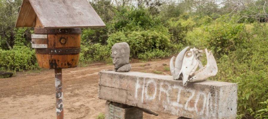 Das berühmte Piratenpostfass auf der Galapagos-Insel Floreana