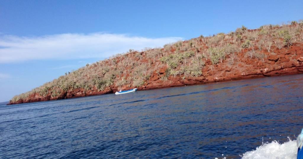Galapagos PRO rote Erde von Galapagos-Insel La Rábida vom Schlauchboot aus