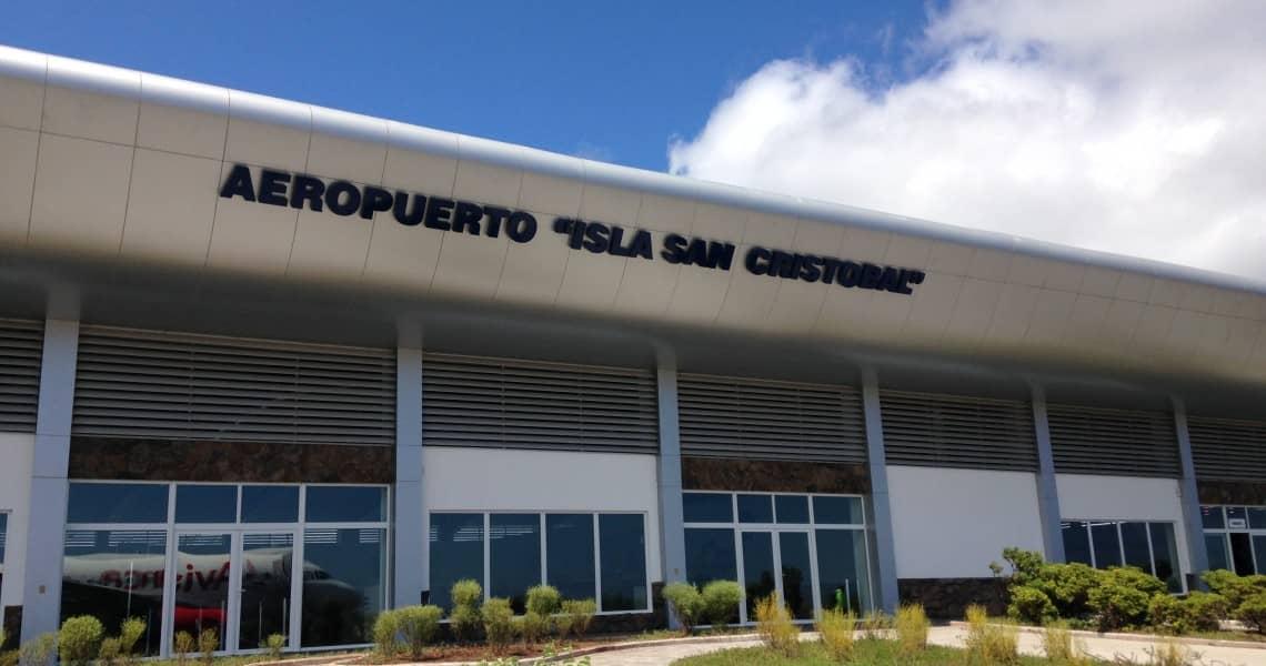 Der Flughafen auf San Cristóbal liegt direkt an der Stadt