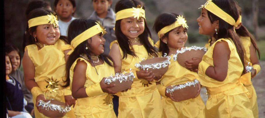 Kinder aus einem deutschen Kindergarten in Peguche - die beste Reisezeit Ecuador und Galapagos-Inseln