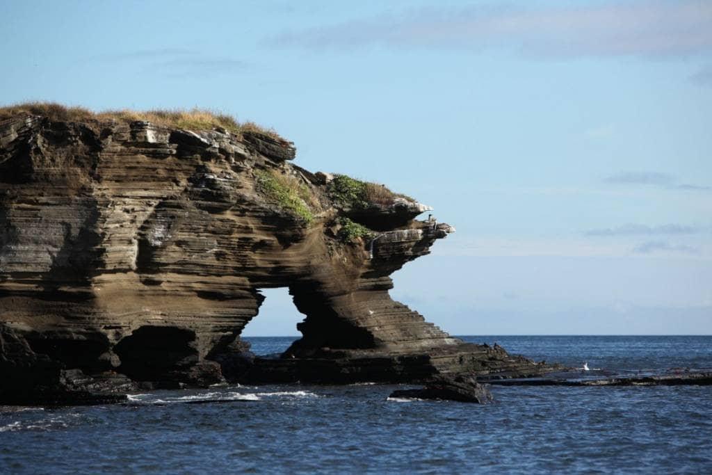 Tolle Felsformation in Puerto Egas auf der Galapagos-Insel Santiago