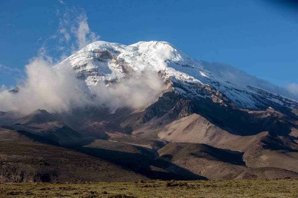 Der schneebedeckte Chimborazo im Sonnenschein - Die beste Reisezeit Ecuador und Galapagos-Inseln