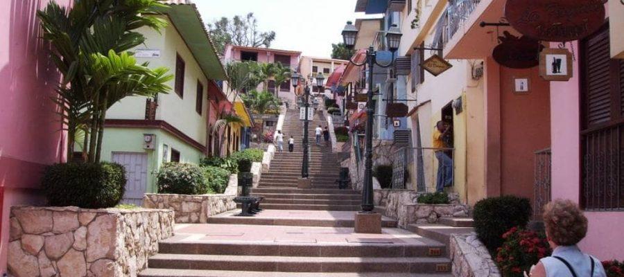 Das bunte Stadtviertel Las Peñas in Guayaquil - die beste Reisezeit Ecuador und Galapagos-Inseln