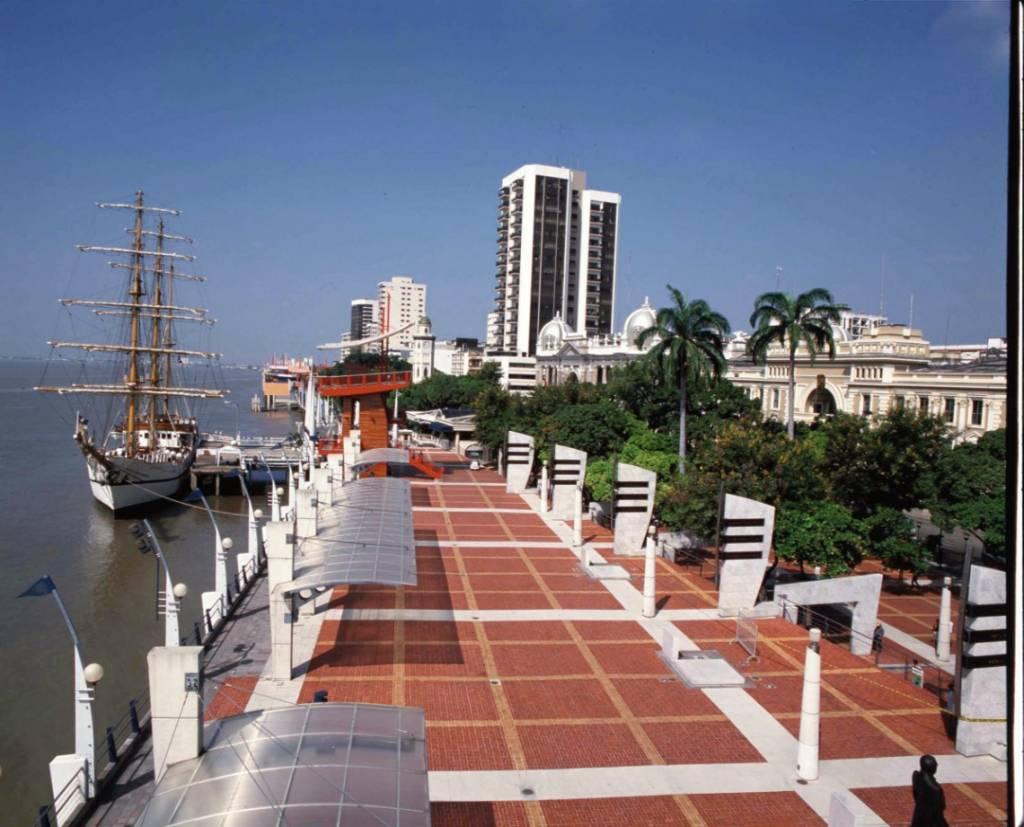 Die Uferpromenade (Malecón) in der Hafenstadt Guayaquil - die beste Reisezeit Ecuador und Galapagos-Inseln