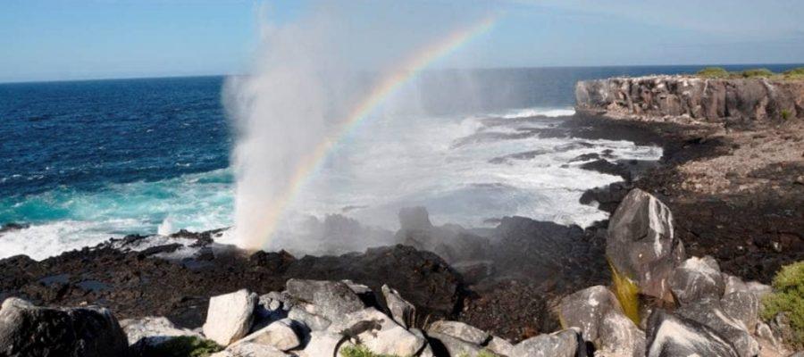 """Das berühmte """"Blowhole""""der Galapagos-Insel Española"""