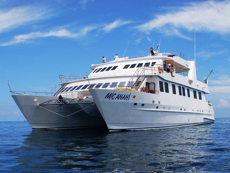Die Außenansicht des Anahi Katamaran bei Galapagos Pro ist Galapagos-Kreuzfahrt Anahi
