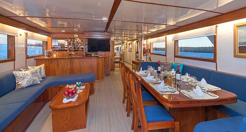 Galapagos-Kreuzfahrt mit der Beluga - der gemütliche Lounge-Bereich