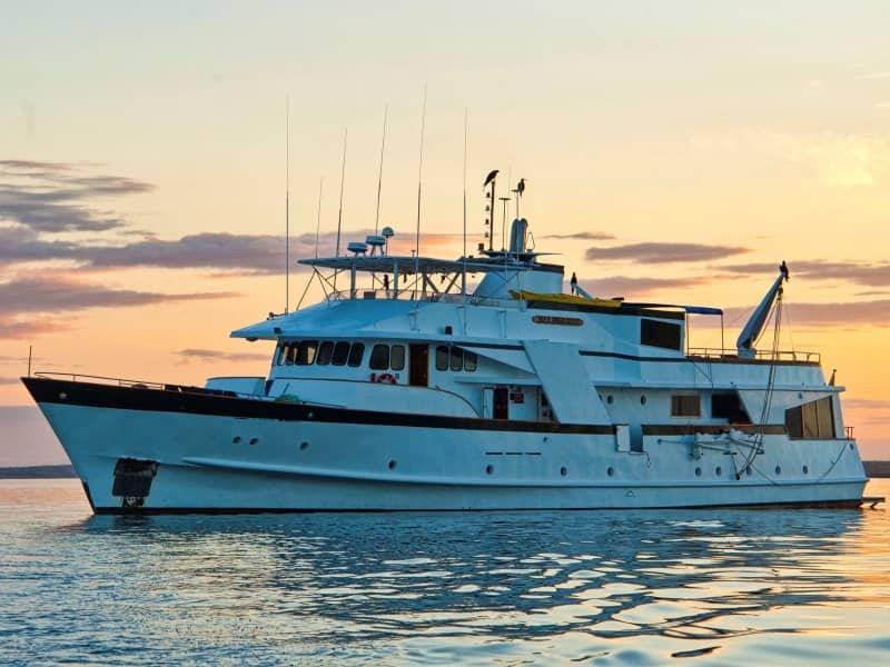 Galapagos PRO Beluga cruise