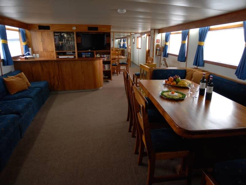 Galapagos-PRO-Beluga-Lounge-mit-Bar