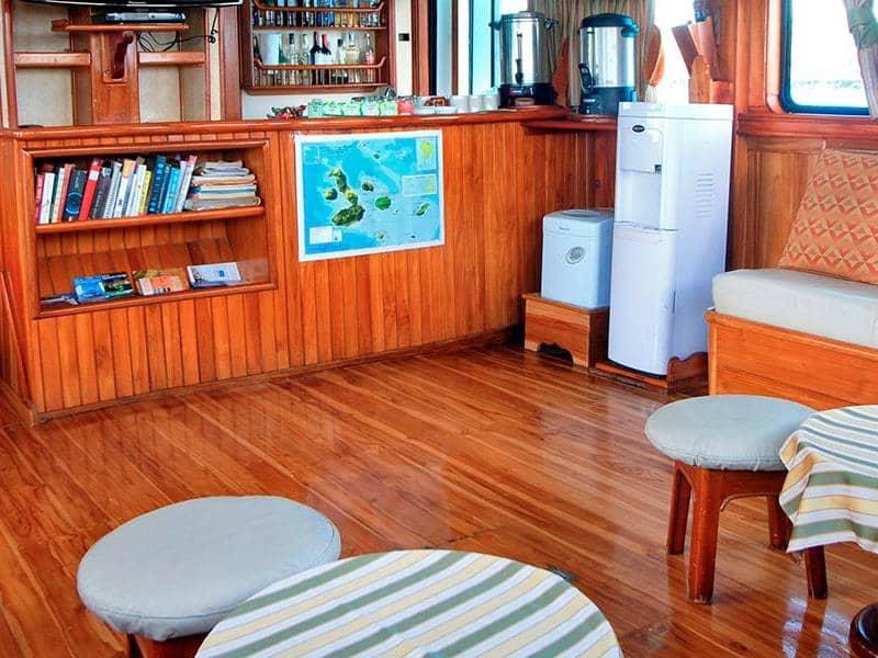 Galapagos-PRO-Estrella-del-Mar-Lounge