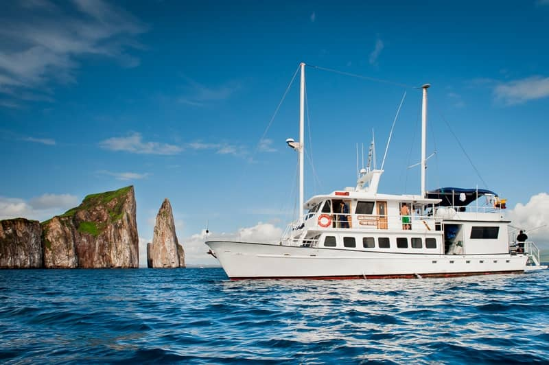 Galapagos PRO Golondrina ship