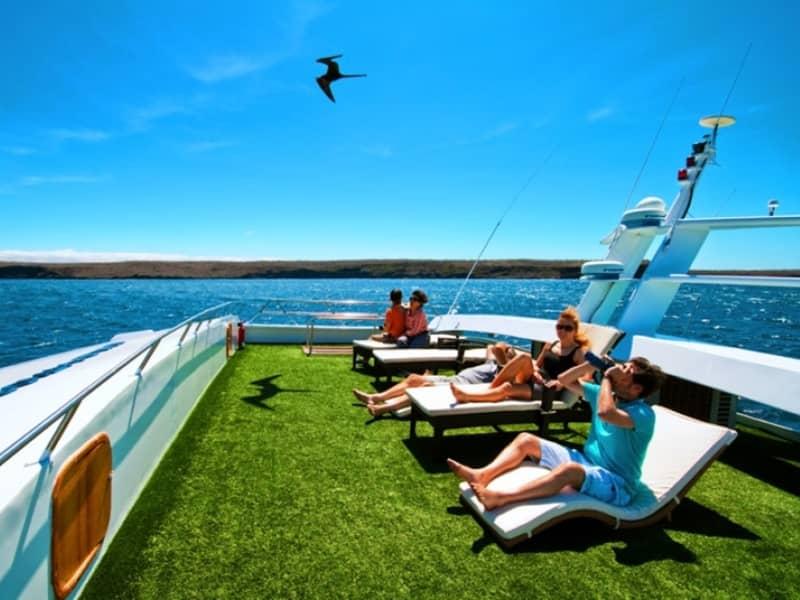 Galapagos-PRO-Luxuskatamaran-Anahí-Sonnendeck