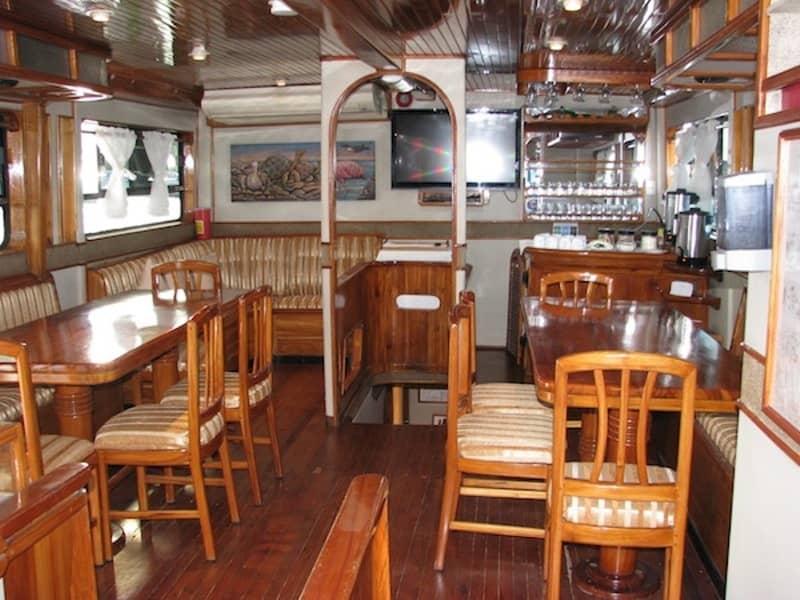Galapagos-PRO-Touristenklasse-Yacht-Aida-Maria-Speiseraum