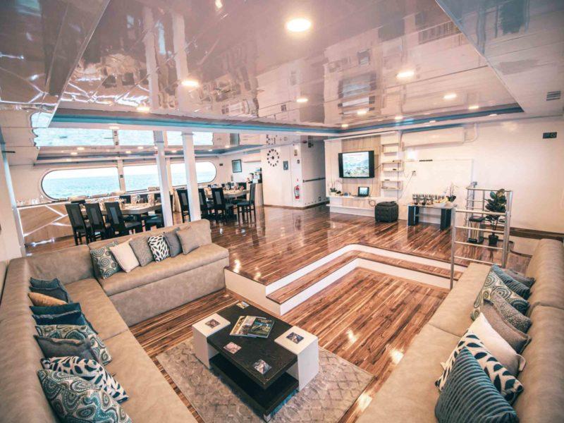 Galapagos cruise Petrel Lounge