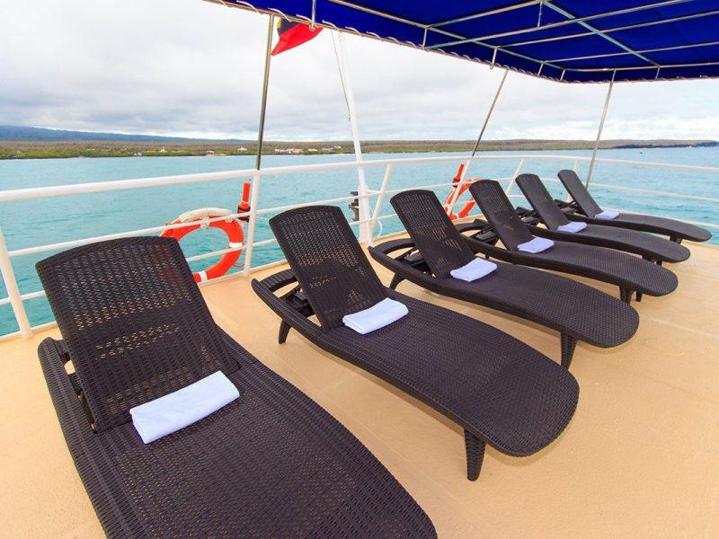Galapagos-Kreuzfahrt Cachalote Explorer - Genießen Sie den Ausblick vom Sonnendeck der Cachalote Explorer