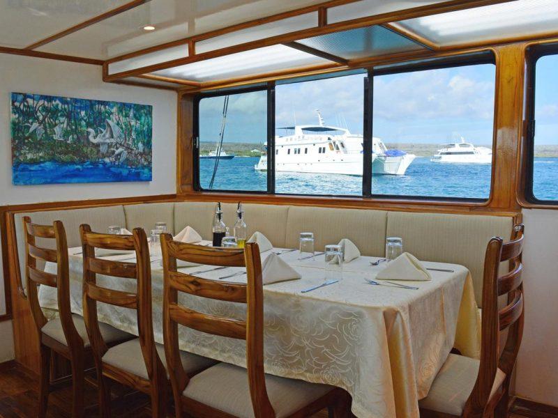 Galapagos-Kreuzfahrt Eden - Restaurant