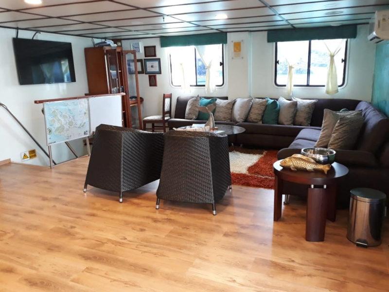 Die Anahi Lounge bei Galapagos Pro die Galapagos-Kreuzfahrt Anahi
