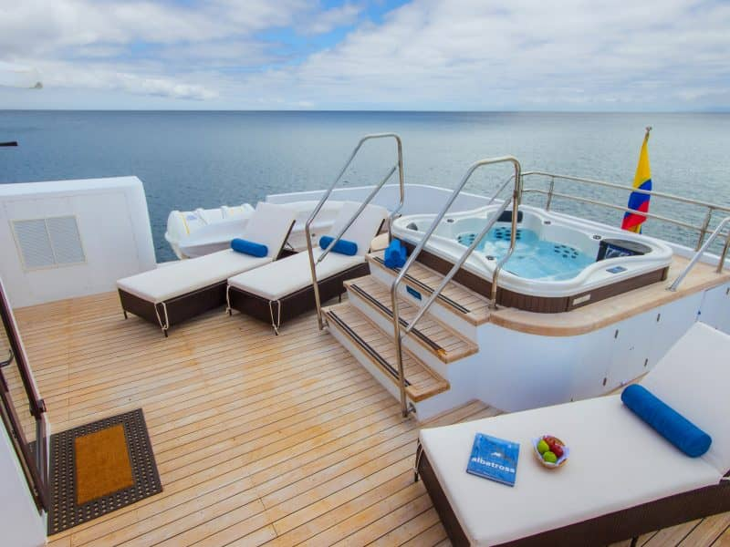 "EntspannenSie an Bord der ""Natural Paradise"""