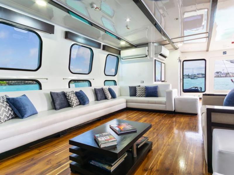 Galapagos cruise Natural Paradise Lounge