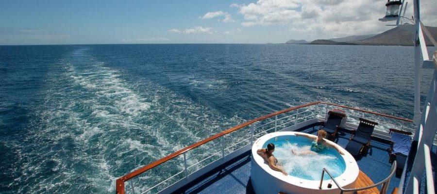 Entspannung im Whirlpool - Kreuzfahrten Galapagos-Inseln