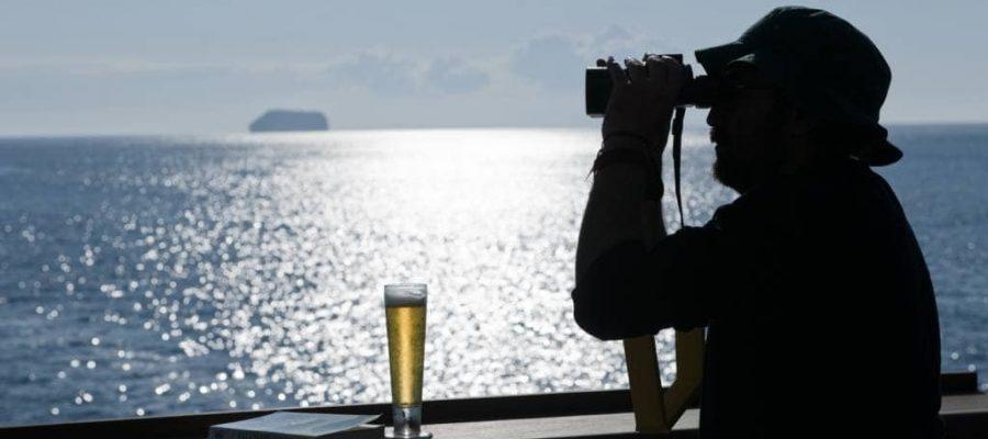 Die Natur komfortabel von der Reeling beobachten - Kreuzfahrten Galapagos-Inseln