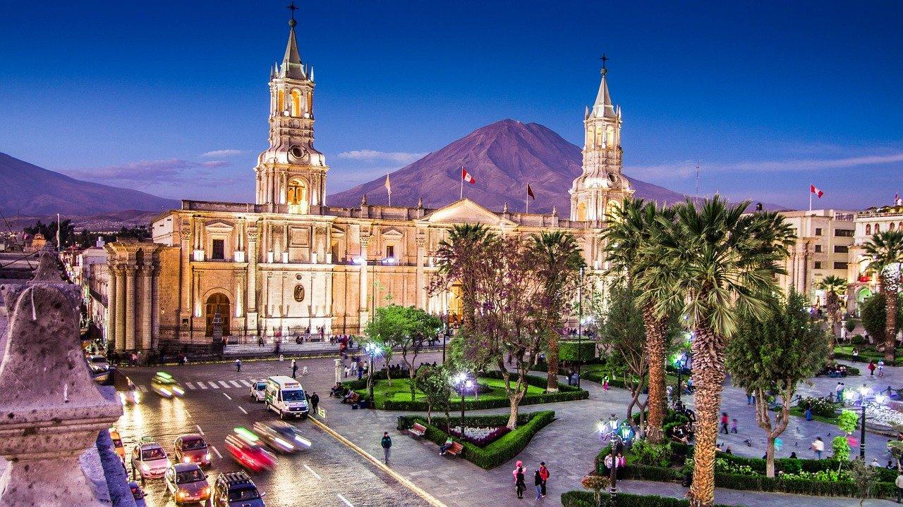 """Die """"weiße"""" Stadt Arequipa in der Abenddämmerung - Top 10 Sehenswürdigkeiten im Hochland Perus"""