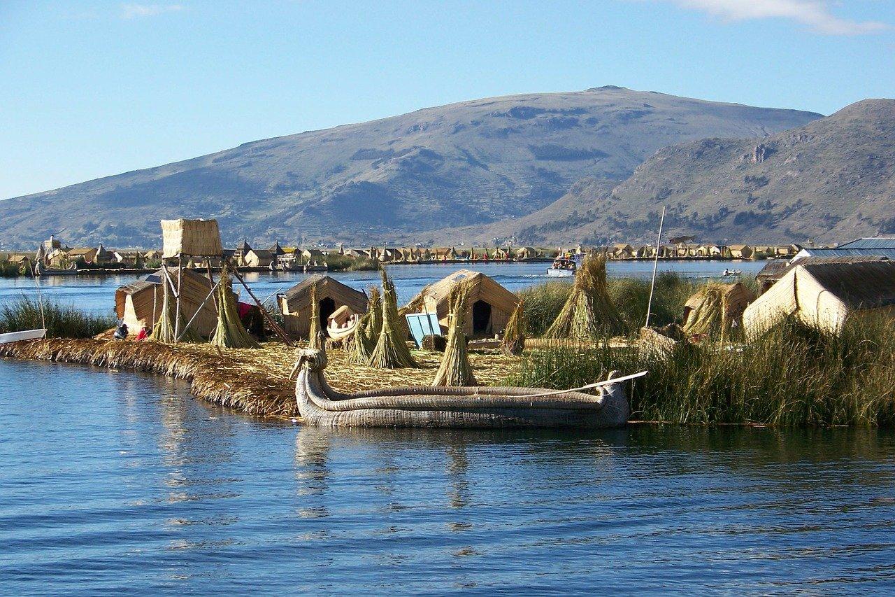 Schilf-Inseln auf dem Titicaca-See - Top 10 Sehenswürdigkeiten im Hochland Perus