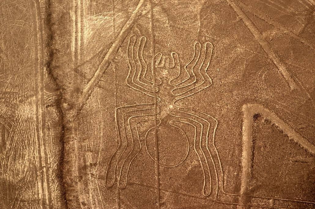 """Nazca-Linien Scharrbild """"Spinne"""" - Top 10 Sehenswürdigkeiten Peru Küste"""