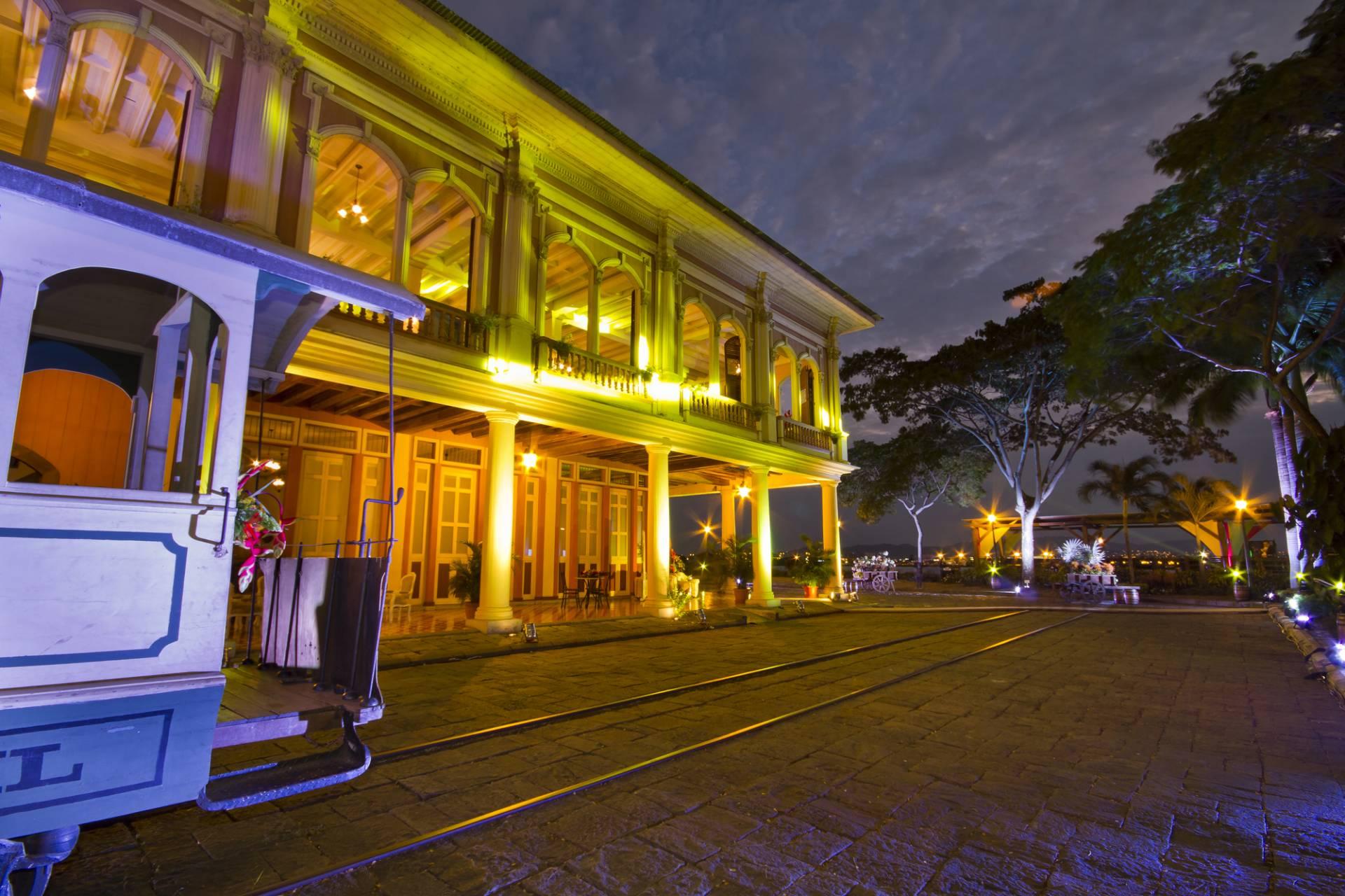 Guayaquil bei Nacht - Ecuador & Galapagos Luxus-Reisen