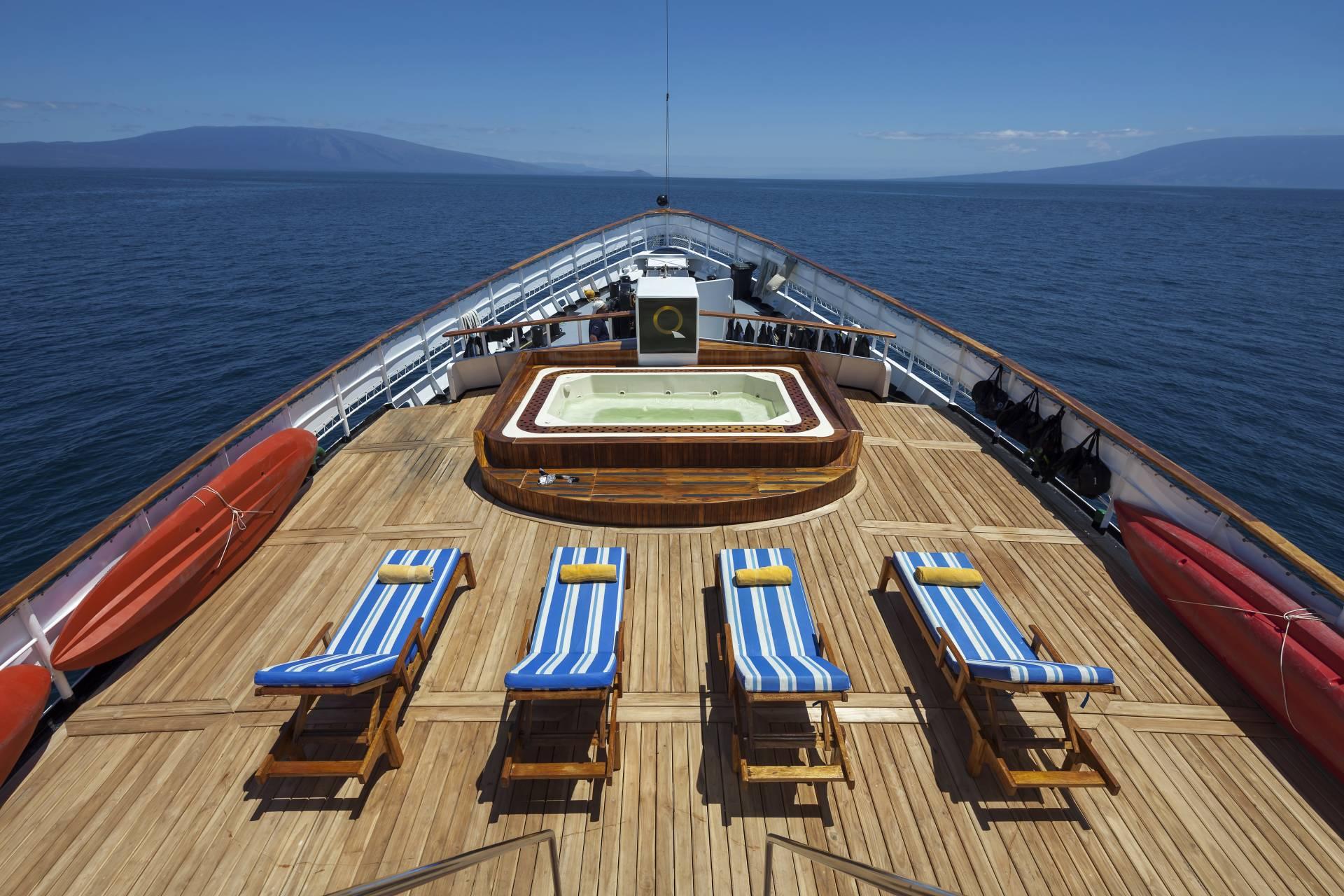"""Sonnendeck auf dem Kreuzfahrtschiff """"Evolution"""" - Ecuador & Galapagos Luxus-Reisen"""