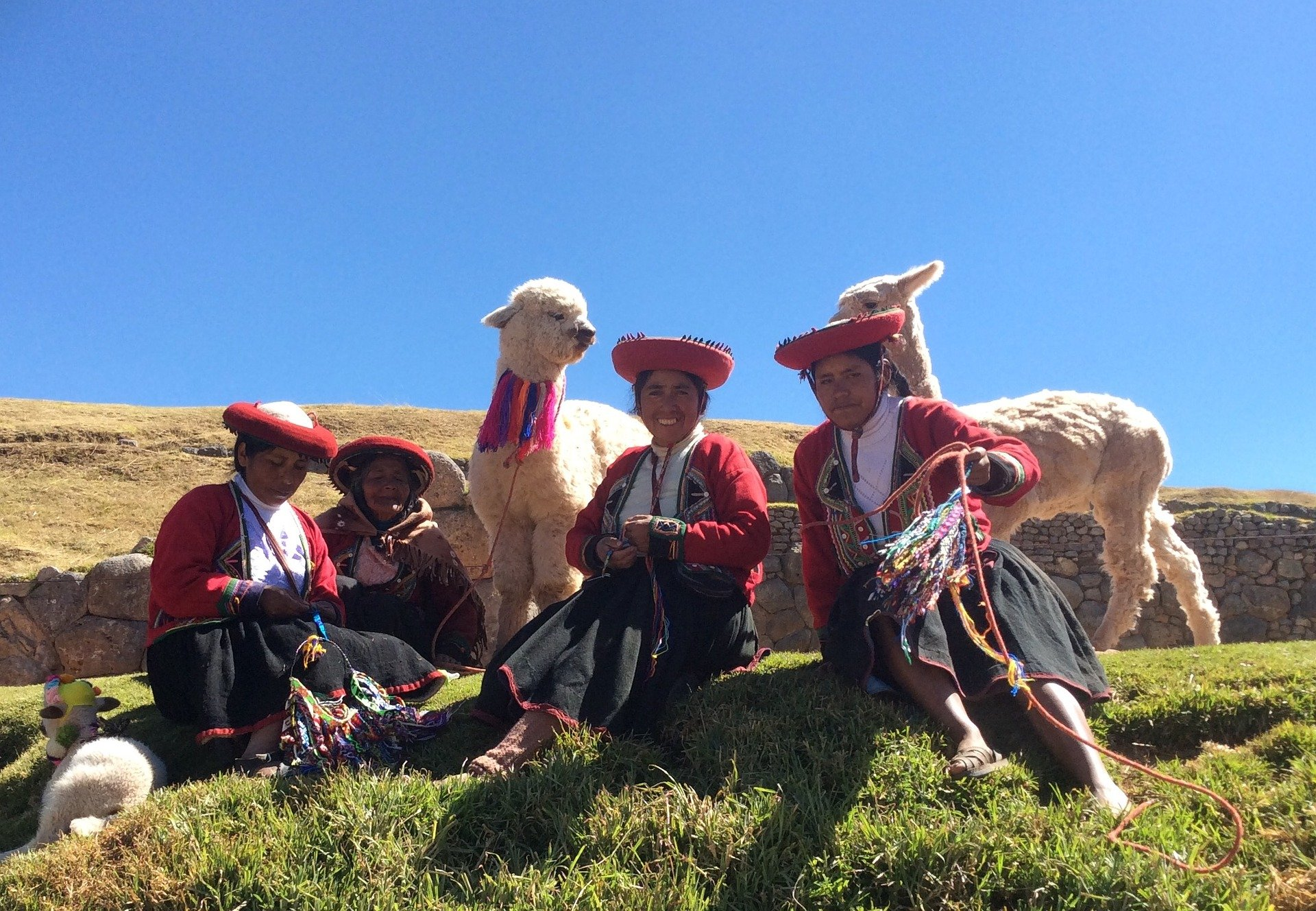 Traditionelle Trachten - Sprache und Kultur in Peru