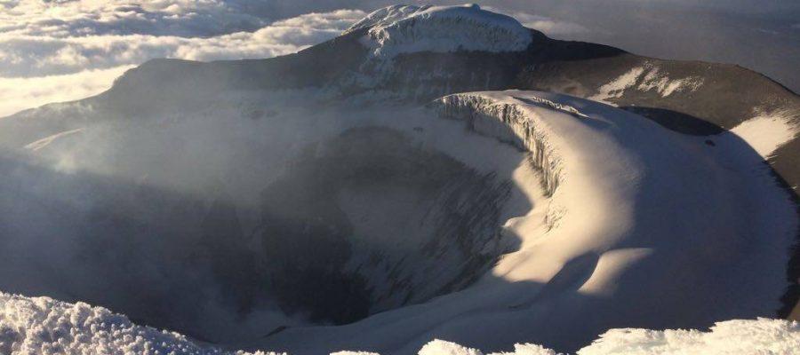 Ecuador Reisen Bergsteigen - Blick in den Vulkan