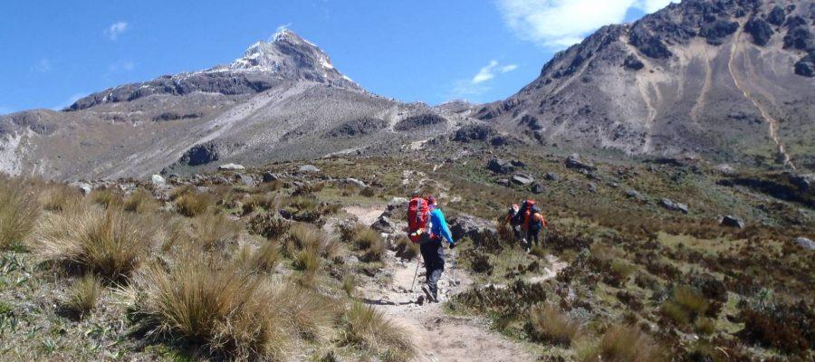 Ecuador Reisen Bergsteigen - Aufstieg durch die beeindruckende Vulkanlandschaft