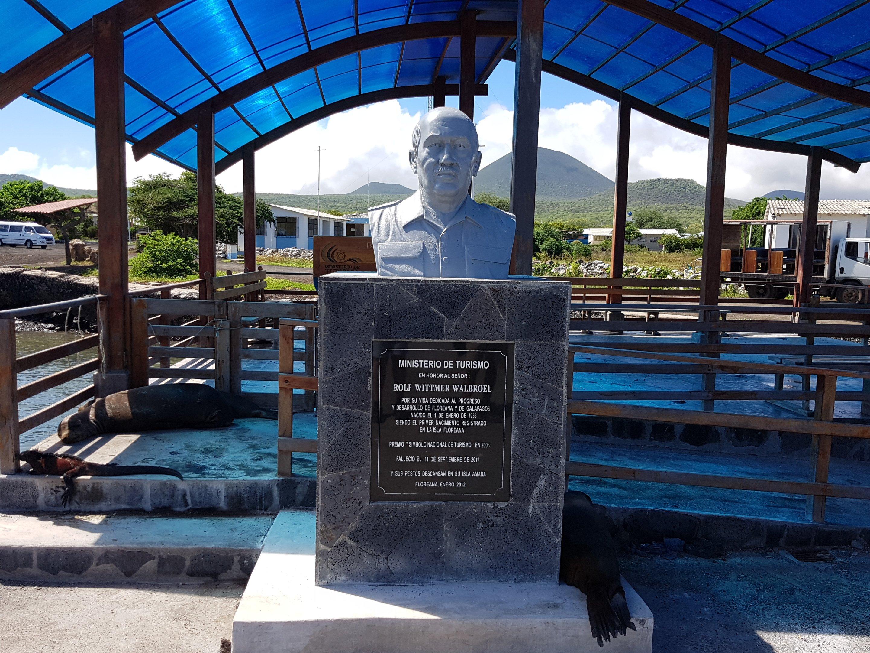 Galapagos-Floreana - Denkmal für einen der ersten Siedler Rolf Wittmer