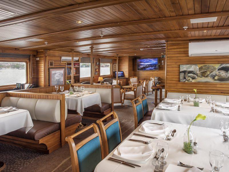 Galapagos-Kreuzfahrt mit toller Aussicht aus dem Speisesaal