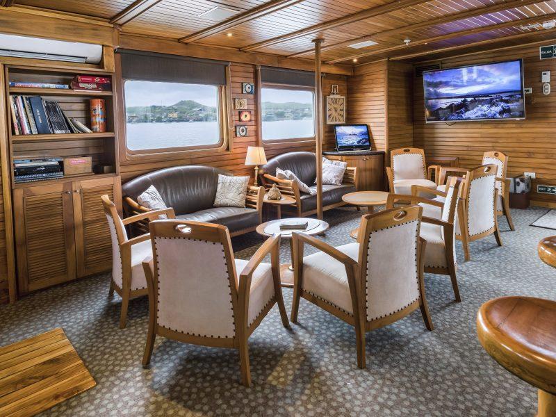 Galapagos-Kreuzfahrt - Die Lounge der Coral I