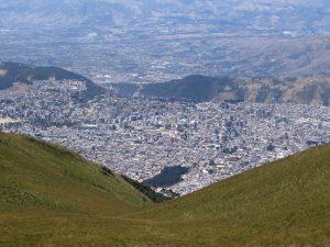 Eine atemberaubende Aussicht von der Seilbahn Teleferiqo in Quito