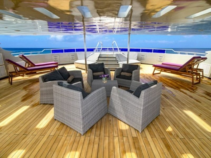 Galapagos cruise Camila Sundeck