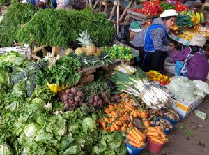 Ob frisches Gemüse, Haushaltswaren oder Spielzeug - der Zentralmarkt in Quito bietet einfach alles