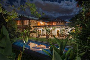 Mitten im Grün mit vielen liebevollen Details - die Rukka Lodge in der Nähe von Quito