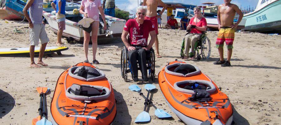 Barrierefrei reisen auf Galapagos - Vorbereitung zum Kajak fahren