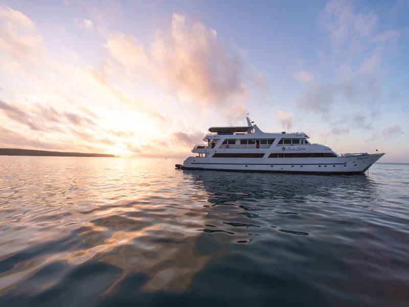 Galapagos-Kreuzfahrt Seastar Journey - Fahren Sie in den Sonnenuntergang